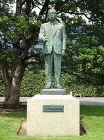 449px-Konosuke_Matsushita's_Statues[1].jpg